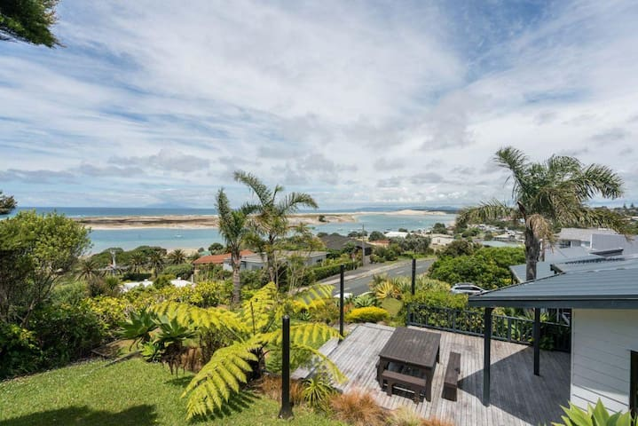 Heaven Awaits (Bach Stay Mangawhai)