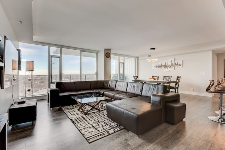 1320sf Luxury Sub-Penthouse - Downtown Riverfront