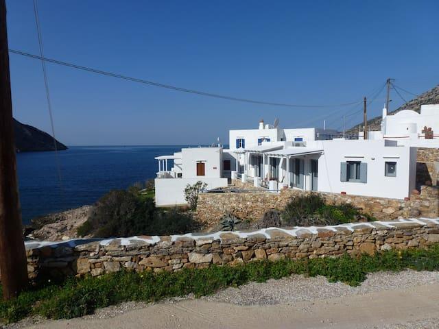 Το σπίτι από το δρόμο-The house from the road