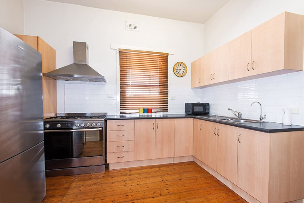 Kitchen with 900 mm oven. Large fridge. Filtered water also available.