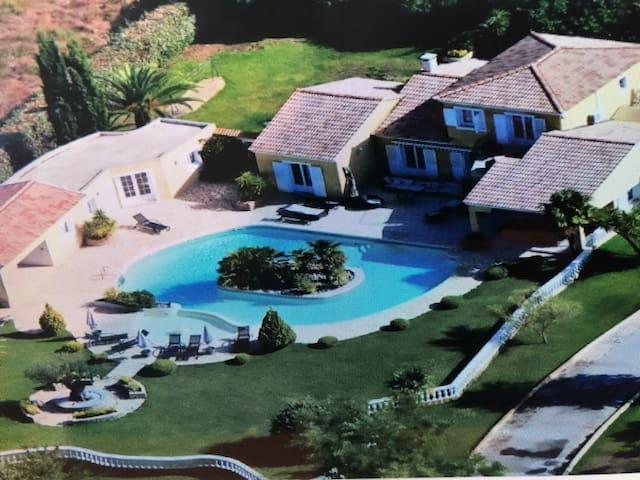 Villa standing 15 pers, piscine exceptionnelle chauffée