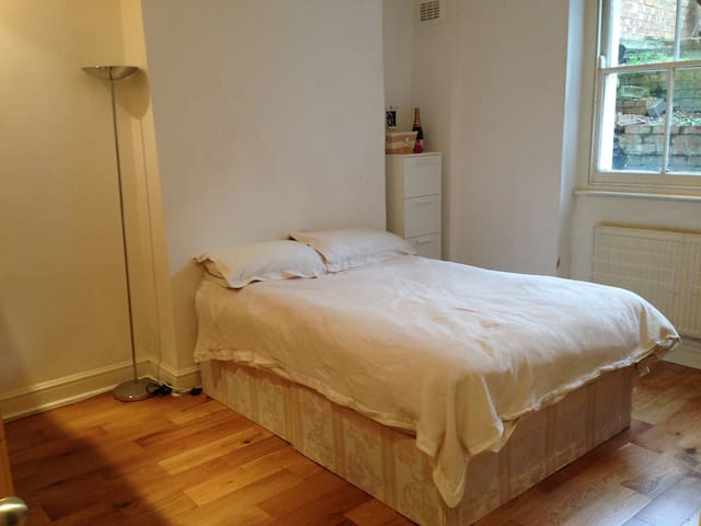 Centrally located room in London