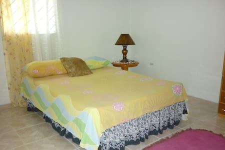 East Bay Villas - Bed & Breakfast