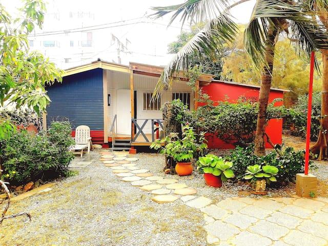 Chalet dans villa près de la mer (VTC en option)