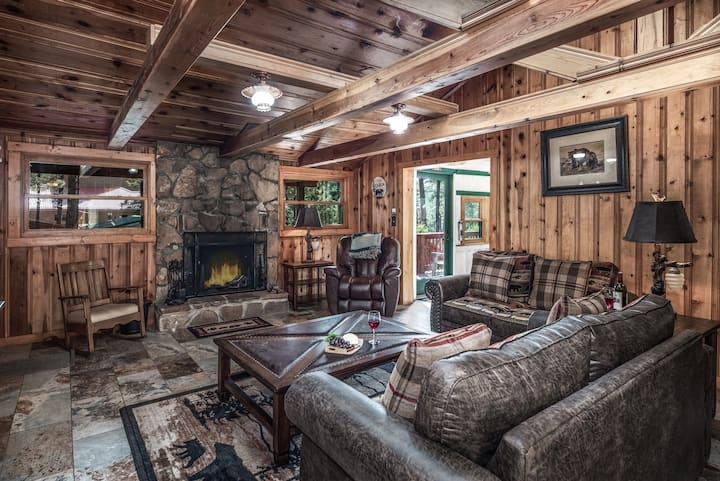 Baby Bear - Log Cabin with Hot Tub - Upper Canyon