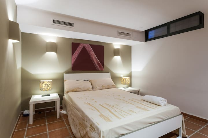 Basement room -1 in a chalet in front of the beach - València - บ้าน