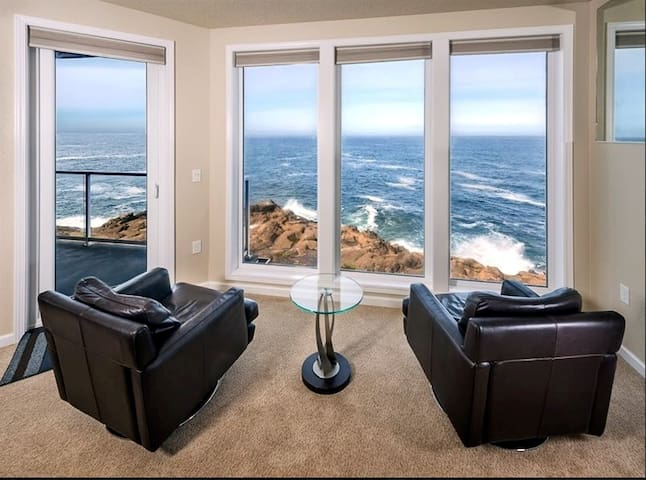 3RD NT FREE** 3BR Top Flr Oceanfront w/ Whales!