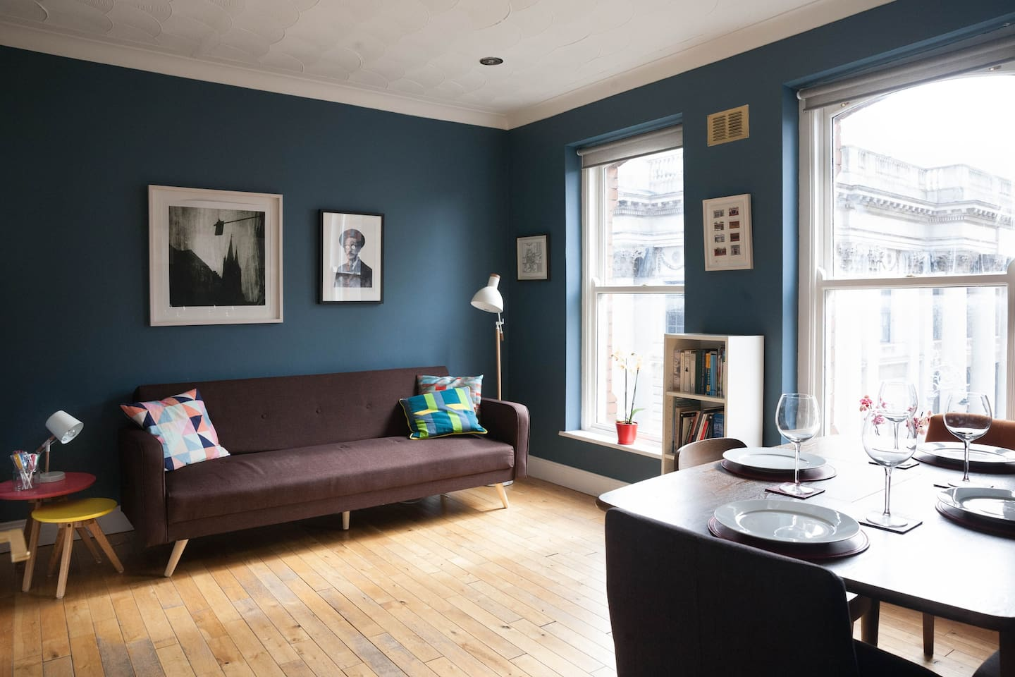 Bright, airy living room with two large sash windows overlooking Dublin Castle and Dublin City Hall
