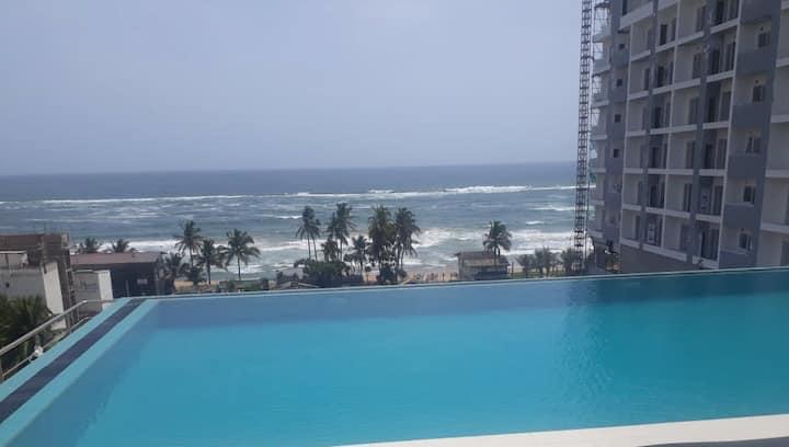 Beachside | Large | 3 room | WiFi | Infinity  Pool