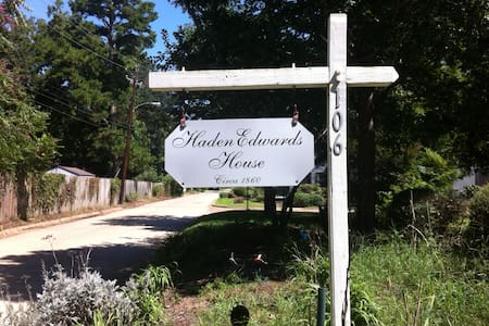 Haden Edwards House 2 beds for the price of 1. - Nacogdoches - Casa