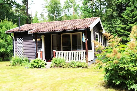 Lakeside Cabin in the Woods - Ljungby V - Dom