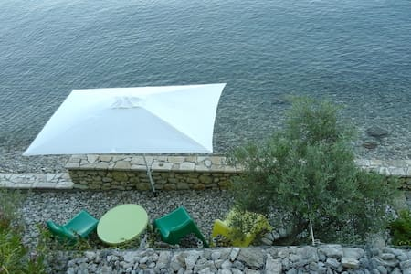 Linovrohia guest house in Ionian islands - Kalamos - ゲストハウス