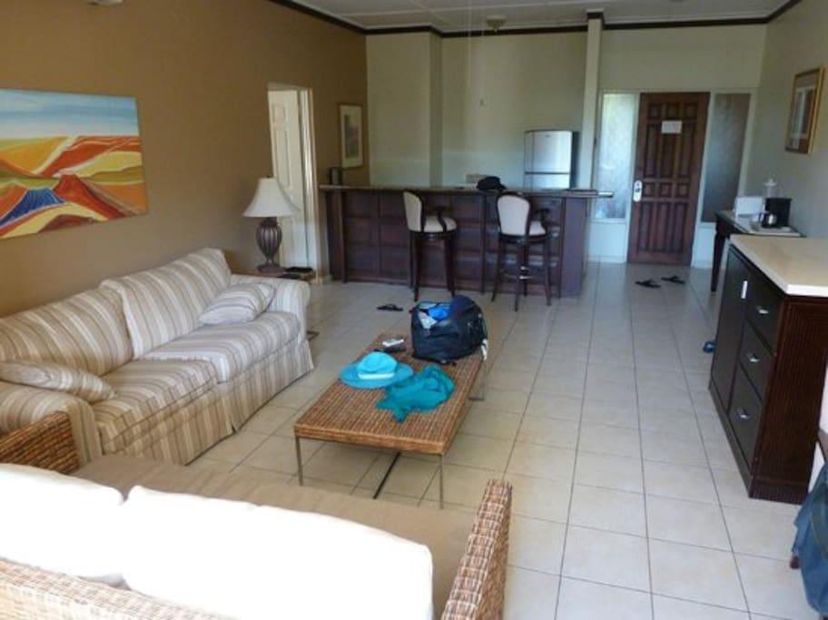 Living room and Kitchen área.
