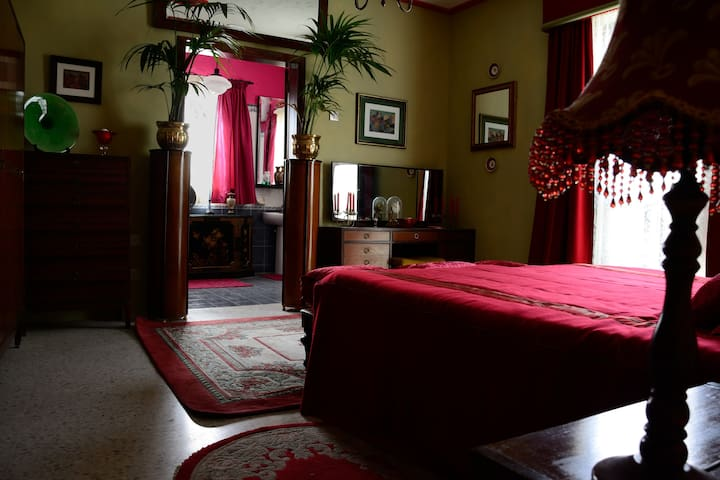 A spacious bedroom with a bathroom - Birżebbuġa - Dům