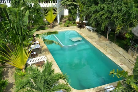 Blueswallow rooms.....come join us - Diani Beach - Bed & Breakfast