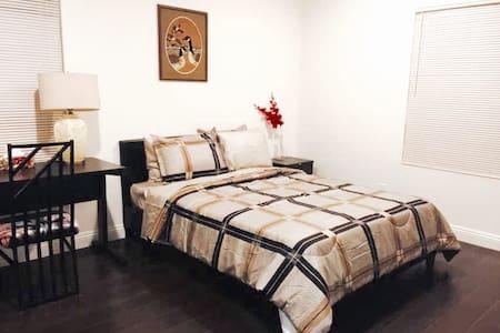 Beautiful RoomA2 in Downtown Arcadia 亚凯迪亚市中心精致独立房间 - Arcadia - Condominium