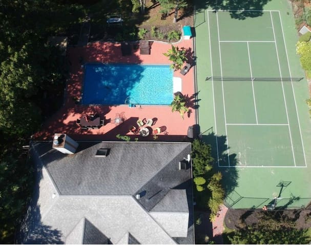 Hamptons amazing   High End resort and retreat