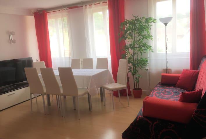 Altbau-Wohnung für max. 11 Personen / Raucher