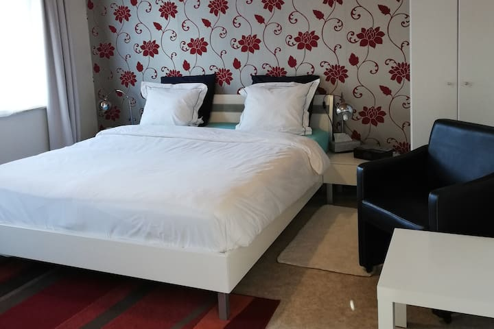 CASA Victoria - Red Room