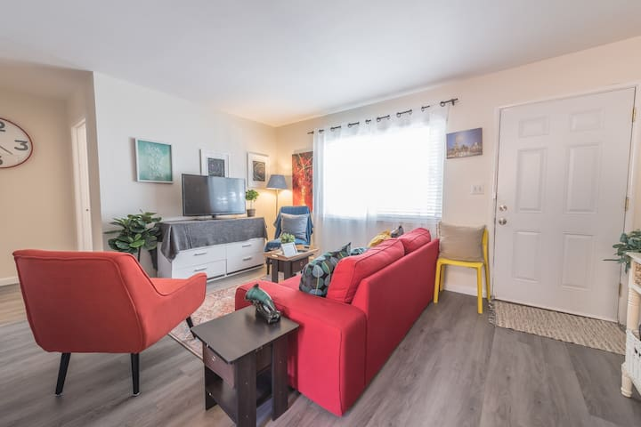 Downtown Sunnyvale 2B1B/ Convenient Train location