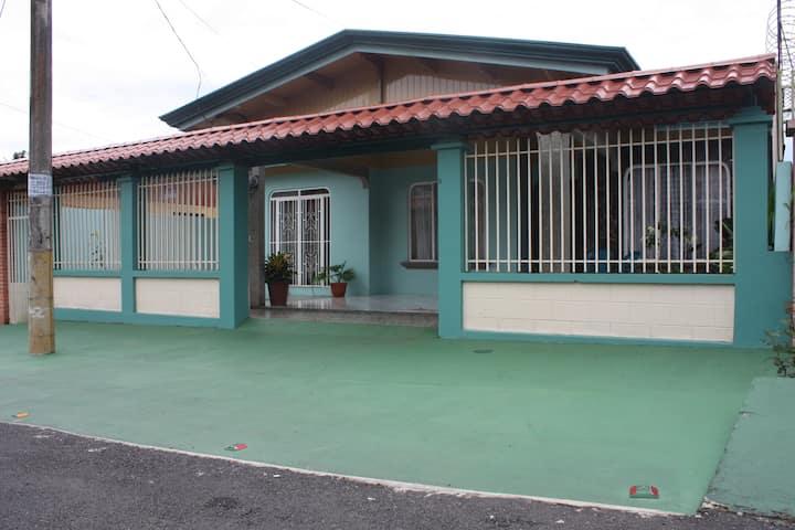 Habitación Céntrica San Isidro,Pérez Zeledón (B&B)