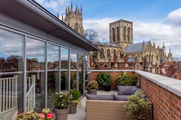 The finest 2 bed apartment in York!