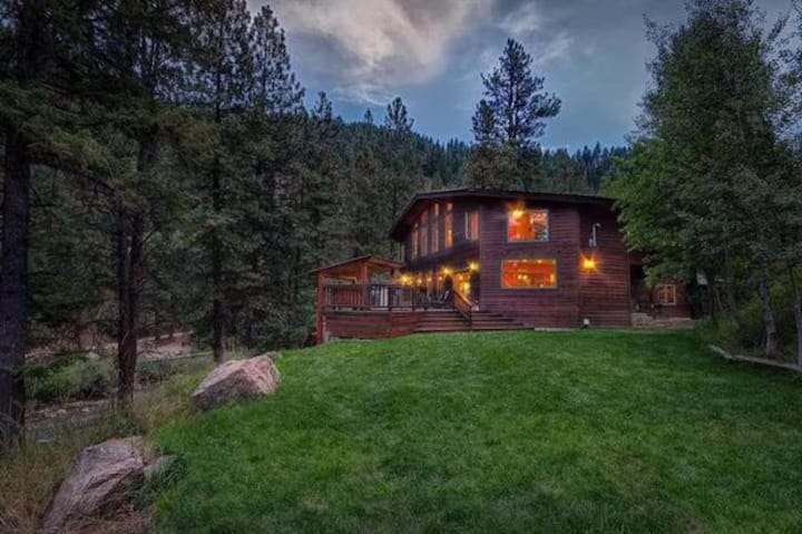 WATERFRONT Boise River Cabin in Pine, Hot tub/DISH