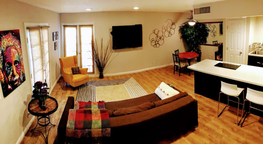 Cute and Cozy apartment very close to the Strip