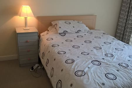 Double Bedroom, quiet estate, Watson, Killiney - Killiney