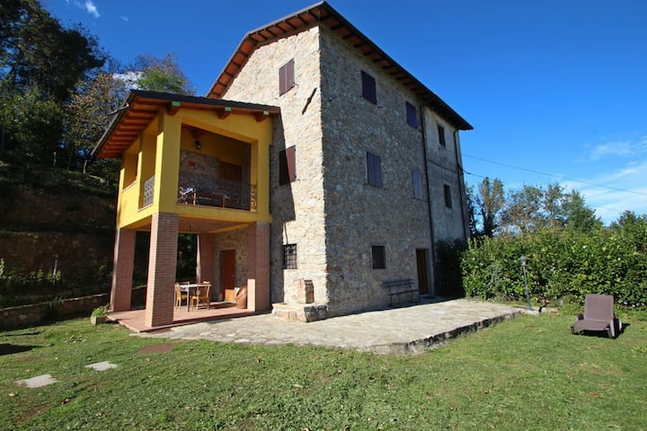 Casa Riccardo - Home for 4 People, WIFI, Garden, Garfagnana, green area