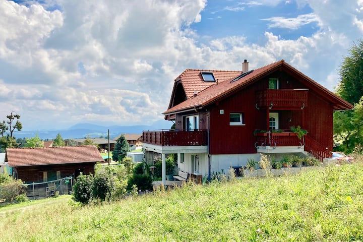 Neue grosszügige 3-Zimmerwohnung auf dem Bauernhof