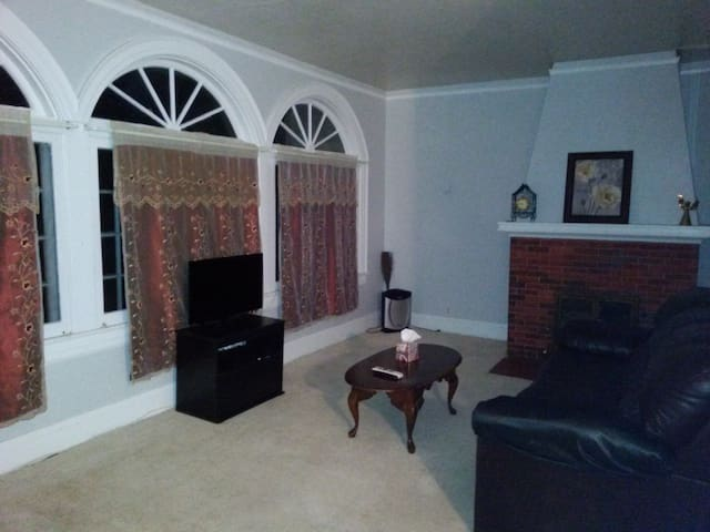 Large Upstairs Private Safe Apt Pets ok - Lake Wales - Apartamento