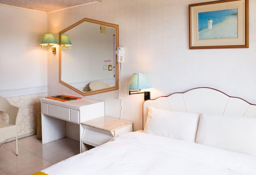 墾丁大尖山飯店-一般雙人房 房內床位,設備擺設