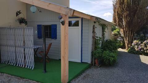 Studio dans joli bungalow en centre Bretagne