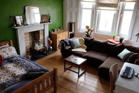 Huge Charming Airy Flat in West End - Apartamento