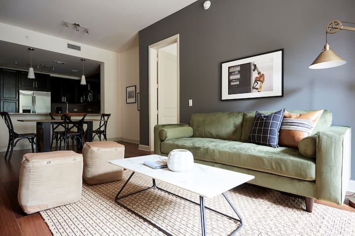 Lively 2BR in Uptown by Sonder