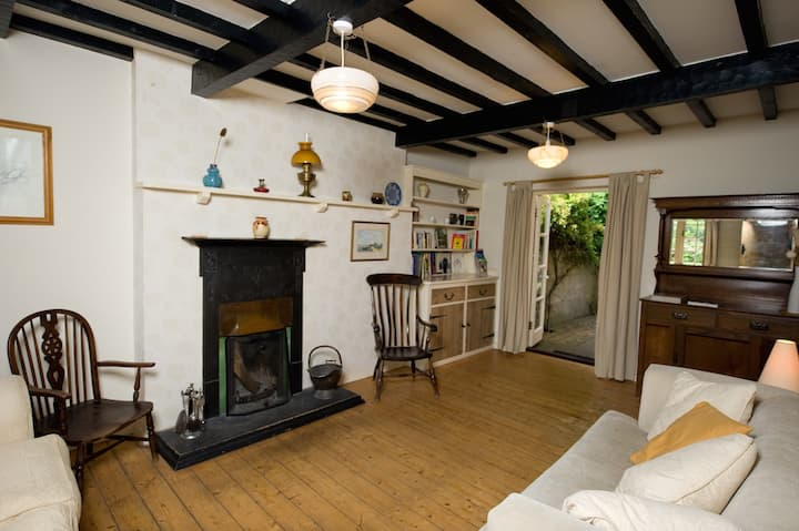 Uplay Cottage, New Forest - by beaches and forest