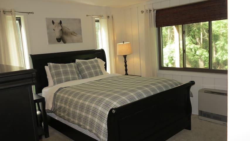 Master bedroom)