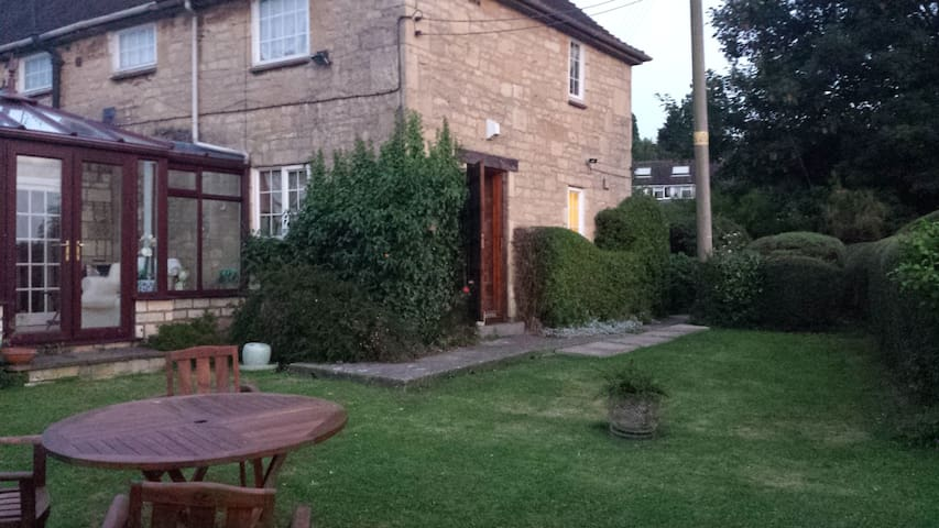 Cotswold Cottage near Broadway - Laverton - House