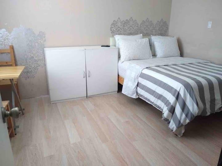 Bedroom B (1 full size bed)