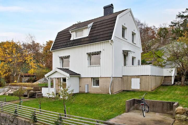 Contemporary family home close to city & nature