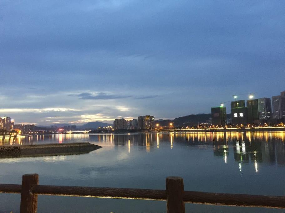 公寓旁的闽江公园半晚