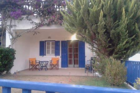 Μαντώ House - Kato Agios Petros