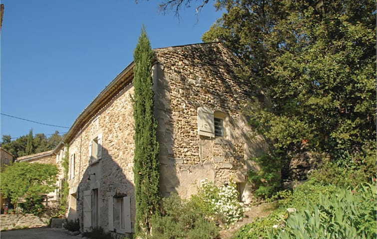Semi-Detached with 1 bedroom on 60 m² in Montsegur sur Lauzon