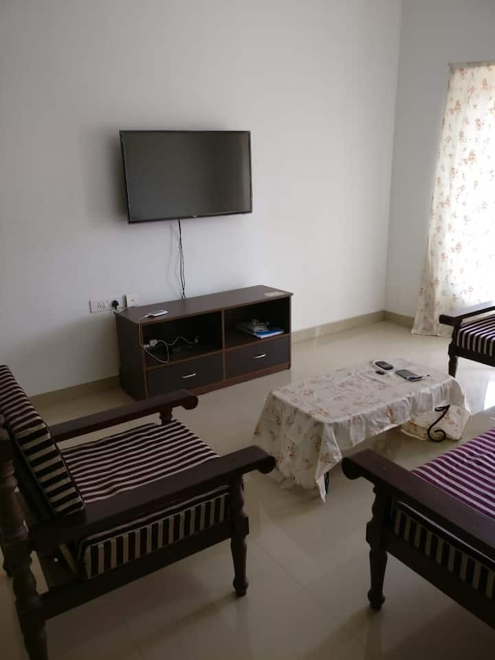 Cozy, Safe, Luxury Stay. Close to Malls/pubs/Parks
