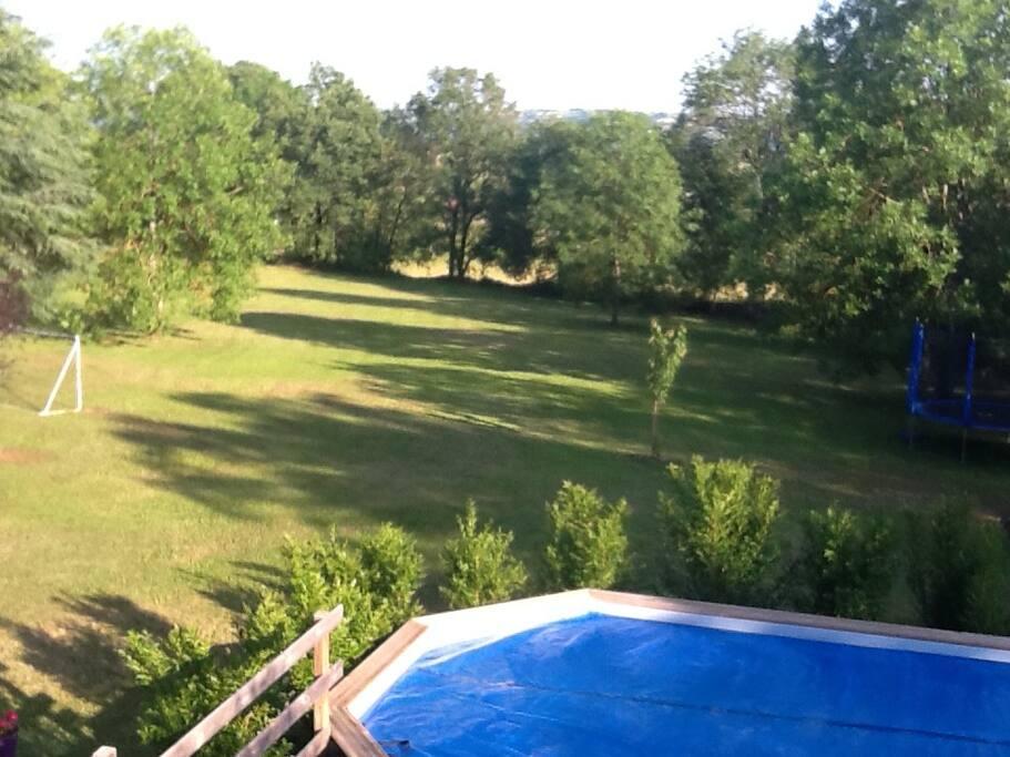 Une vue du parc côté piscine
