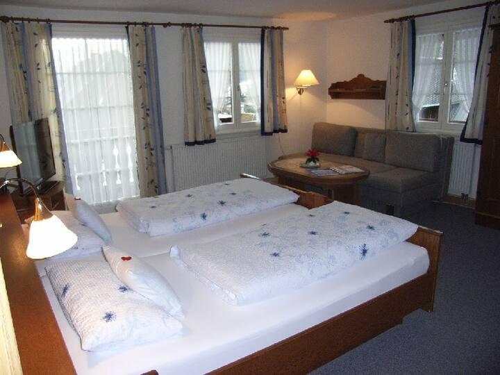 Gästehaus Wild, (St. Blasien), Balkonzimmer 2 mit Dusche/WC
