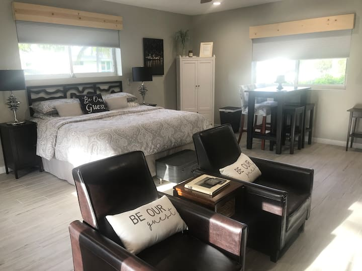 The Grey Room Suite 1BR (Private) Hollywood, FL