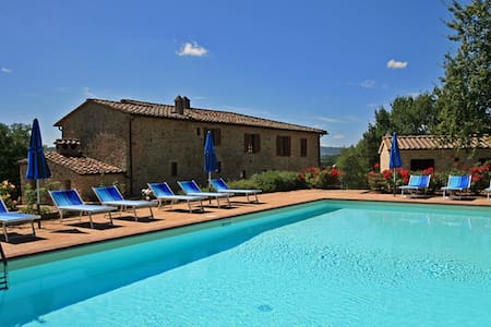 Villa for large groups up to 24 people . - Province of Siena - Villa
