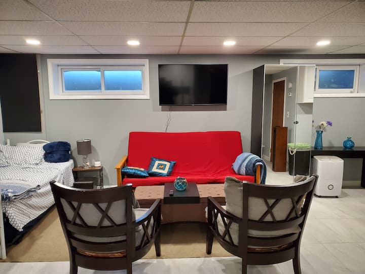 Newly furnished Burtonsville Guest suite